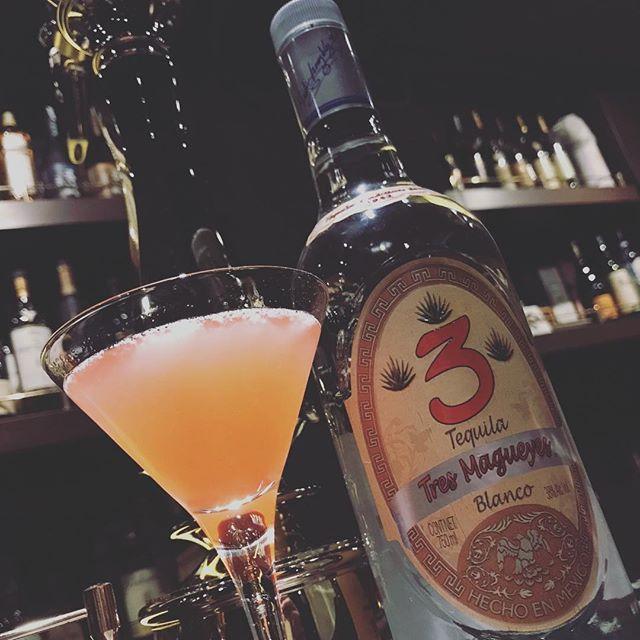 テキーラベースの代表的なカクテル「メキシカン」パイナップルジュースが入っているのでとてもトロピカルで飲みやすいカクテルです(^-^) #bar #johndoe #shimokitazawa #whiskey #cocktails #foods #pasta #bourbon #new #open #下北沢 #南西口 #バー #ウイスキー #1人呑み #隠れ家 #静か #バーボン #カウンター #カクテル #ワイン #パスタ #グラタン #食事 #山口県 #地ビール#19:00から #朝6:00まで#tequila #pineapple #mexican #テキーラ#パイナップル#トロピカル #甘口 - from Instagram