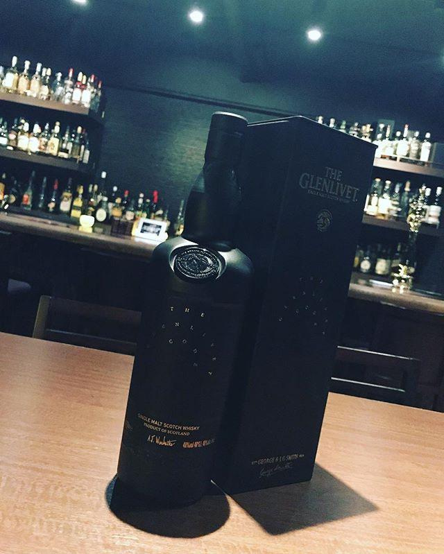 真っ黒いボトルの「グレンリベット  コード」入荷しました!熟成年数、 熟成樽の種類、 テイスティングノートなど、 味わいに関する情報を非公開で発売するミステリアスなウイスキーです。#bar #johndoe #shimokitazawa #whiskey #cocktails #beer #wine #foods #pasta #bourbon #new #open #下北沢 #南西口 #バー #ウイスキー #1人呑み #隠れ家 #静か #バーボン #カウンター #カクテル #ワイン #パスタ #グラタン #食事 #山口県 #地ビール#19:00から #朝6:00まで本日の下北沢BarJohnDoe