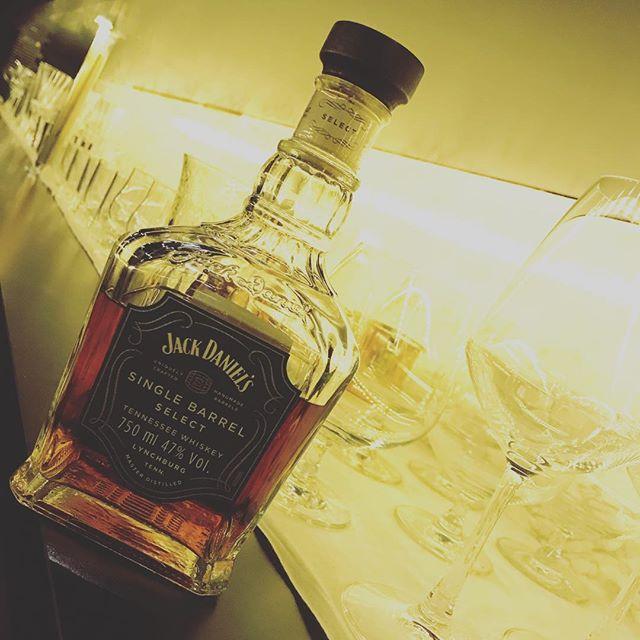 「ジャックダニエル シングルバレル」蒸溜所から選び抜かれた一樽からボトル詰めされたジャックです。個性ある味わいを是非お試しください。#bar #johndoe #shimokitazawa #whiskey #cocktails #beer #wine #foods #pasta #bourbon #new #下北沢 #南西口 #バー #1人呑み #隠れ家 #カクテル #ワイン #パスタ #グラタン #食事 #山口県 #二次会 #デート #深夜営業 #貸切#jackdaniels #ジャックダニエル #singlebarrel #シングルバレル本日の下北沢BarJohnDoe