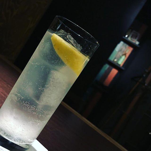 本日も通常営業しております!まずは「ジンフィズ」いかがでしょうか?#bar #johndoe #shimokitazawa #whiskey #cocktails #beer #wine #foods #pasta #bourbon #new #下北沢 #南西口 #バー #1人呑み #隠れ家 #カクテル #ワイン #パスタ #グラタン #食事 #山口県 #二次会 #デート #深夜営業 #貸切#ginfizz #ジンフィズ#スッキリしたい #炭酸本日の下北沢BarJohnDoe