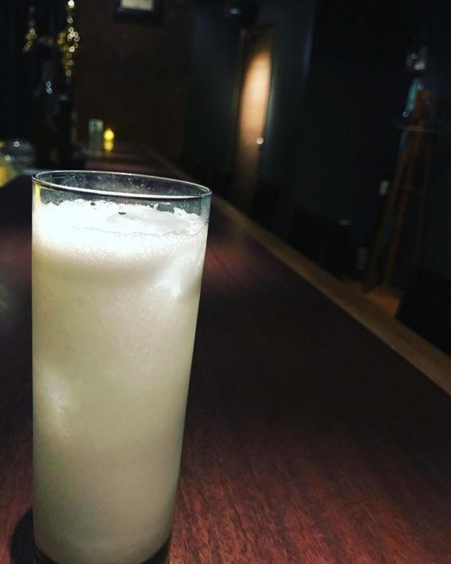 「モーニングフィズ」朝からお酒が飲みたくて、牛乳に見せかけたとも言われています。#bar #johndoe #shimokitazawa #whiskey #cocktails #beer #wine #foods #pasta #bourbon #new #下北沢 #南西口 #バー #1人呑み #隠れ家 #カクテル #ワイン #パスタ #グラタン #食事 #山口県 #二次会 #デート #深夜営業 #貸切#morningfizz #モーニングフィズ #ミルク#朝から本日の下北沢BarJohnDoe