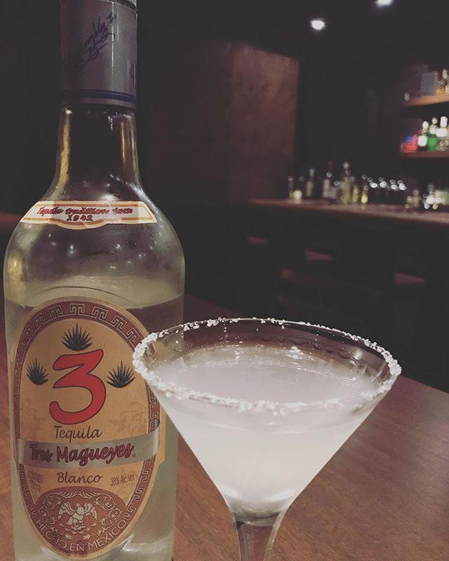 「マルガリータ」テキーラベースのカクテル。甘味と酸味が足してるのでとても飲みやすいですが、飲みすぎに注意です!#bar #johndoe #shimokitazawa #whiskey #cocktails #beer #wine #foods #pasta #bourbon #new #下北沢 #南西口 #バー #1人呑み #隠れ家 #カクテル #ワイン #パスタ #グラタン #食事 #山口県 #二次会 #デート #深夜営業 #貸切#margarita #マルガリータ #スノースタイル #テキーラ本日の下北沢BarJohnDoe