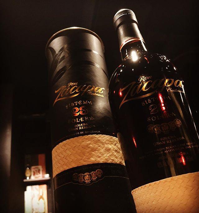 「ロンサカパ センテナリオ23」23年物を中心に20種類以上の原酒をブレンドし、さらにオーク 樽で4年熟成。グアテマラ産です。ラムとは思えないほど贅沢な味わいと香りが広がりますよ(^-^) #bar #johndoe #shimokitazawa #whiskey #cocktails #beer #wine #foods #pasta #bourbon #new #下北沢 #南西口 #バー #1人呑み #隠れ家 #カクテル #ワイン #パスタ #グラタン #食事 #山口県 #二次会 #デート #深夜営業 #貸切#ronzacapa #ロンサカパ #rum#ラム本日の下北沢BarJohnDoe