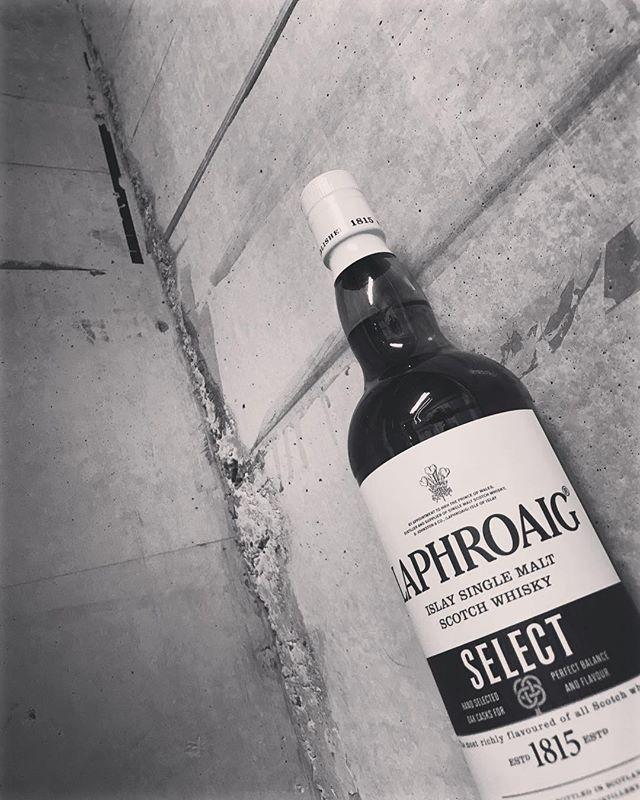 「ラフロイグ セレクト」前は、セレクトカスクとして販売されてたと思います。510'sBARでも、好きな方が多かったので入れてみましたよ(^-^) #bar #johndoe #shimokitazawa #whiskey #cocktails #beer #wine #foods #pasta #bourbon #new #下北沢 #南西口 #バー #1人呑み #隠れ家 #カクテル #ワイン #パスタ #グラタン #食事 #山口県 #二次会 #デート #深夜営業 #貸切#laphroaig #select#ラフロイグ #セレクト本日の下北沢BarJohnDoe