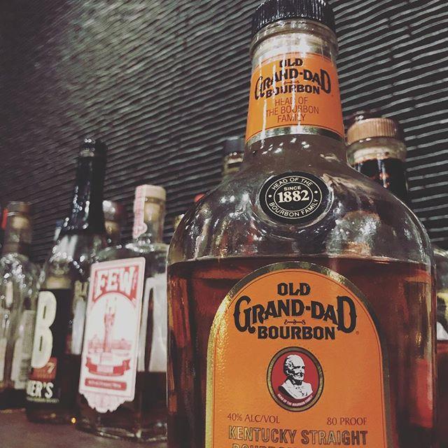 「オールドグランダッド」 「お爺ちゃん」という名前のバーボン。味のバランスも良く、とても飲みやすいバーボンです。#bar #johndoe #shimokitazawa #whiskey #cocktails #beer #wine #foods #pasta #bourbon #new #下北沢 #南西口 #バー #1人呑み #隠れ家 #カクテル #ワイン #パスタ #グラタン #食事 #山口県 #二次会 #デート #深夜営業 #貸切#oldgranddad #オールドグランダッド #偉大な #おじいちゃん本日の下北沢BarJohnDoe