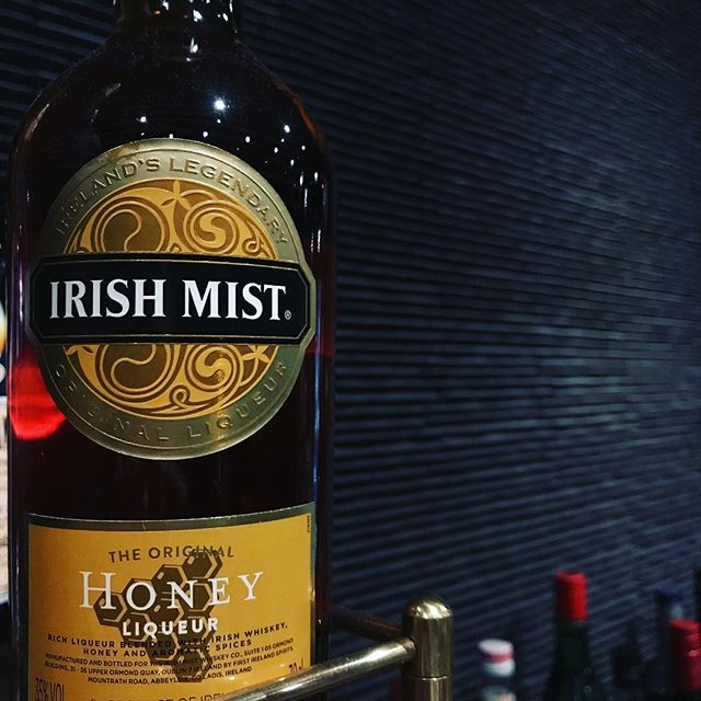 「IRISH MIST  アイリッシュミスト」熟成したアイリッシュ・ウイスキーをベースに10数種類のハーブエキス、アイルランドのヒースやクローバーから集めた上質な蜂蜜を配合したリキュールです。カクテルにも使いますが、ロックやソーダでも美味しいですよ(^-^) #bar #johndoe #shimokitazawa #whiskey #cocktails #beer #wine #foods #pasta #bourbon #new #下北沢 #南西口 #バー #1人呑み #隠れ家 #カクテル #ワイン #パスタ #グラタン #食事 #山口県 #二次会 #デート #深夜営業 #貸切#irish #mist #アイリッシュミスト #蜂蜜本日の下北沢BarJohnDoe