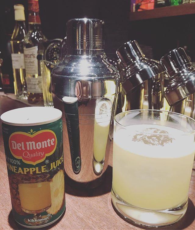 「マタドール」テキーラベース。パイナップルジュースとライムを一緒にシェイクします。甘酸っぱくて飲みやすいカクテルです。#bar #johndoe #shimokitazawa #whiskey #cocktails #beer #wine #foods #pasta #bourbon #new #下北沢 #南西口 #バー #1人呑み #隠れ家 #カクテル #ワイン #パスタ #グラタン #食事 #山口県 #二次会 #デート #深夜営業 #貸切 #matador #マタドール #パイナップル #pineapple本日の下北沢BarJohnDoe