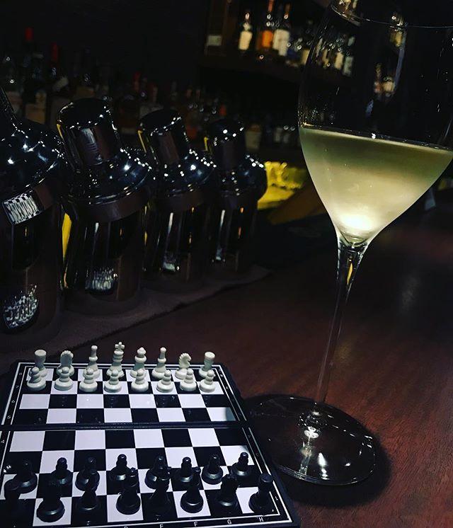 本日も通常営業しております(*´-`) #bar #johndoe #shimokitazawa #whiskey #cocktails #beer #wine #foods #pasta #bourbon #new #下北沢 #南西口 #バー #1人呑み #隠れ家 #カクテル #ワイン #パスタ #グラタン #食事 #山口県 #二次会 #デート #深夜営業 #貸切 #chess #チェス #ルールがわからない #誰かおしえてください本日の下北沢BarJohnDoe