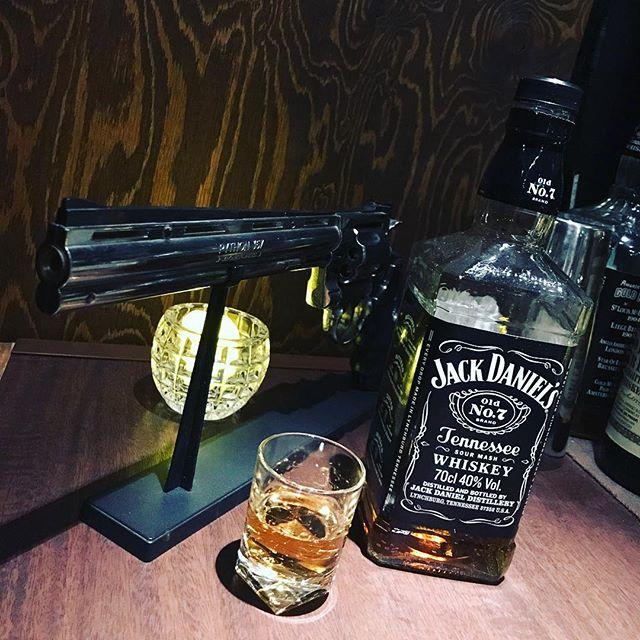 本日も通常営業しております(o^^o)#bar #johndoe #shimokitazawa #whiskey #cocktails #beer #wine #foods #pasta #bourbon #new #下北沢 #南西口 #バー #1人呑み #隠れ家 #カクテル #ワイン #パスタ #グラタン #食事 #山口県 #二次会 #デート #深夜営業 #貸切 #jackdaniels #revolver #python #コレはガスライター本日の下北沢BarJohnDoe