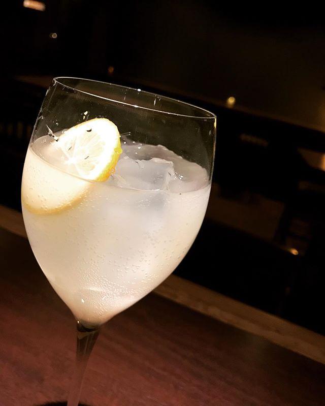 「自家製レモンチェッロ」出来ました。イタリアでは食後酒として呑まれているサッパリとしたリキュールです。まだ、飲んで無い方は是非。#bar #johndoe #shimokitazawa #whiskey #cocktails #beer #wine #foods #pasta #bourbon #new #下北沢 #南西口 #バー #1人呑み #隠れ家 #カクテル #ワイン #パスタ #グラタン #食事 #山口県 #二次会 #デート #深夜営業 #貸切 #limoncello #レモンチェッロ #italy #イタリア本日の下北沢BarJohnDoe