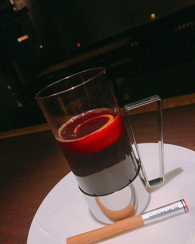 「ホットワイン」ほんのり甘い、温かいカクテルです。風邪の引き始めにも良いみたいですよ!#bar #johndoe #shimokitazawa #whiskey #cocktails #beer #wine #foods #pasta #bourbon #new #下北沢 #南西口 #バー #1人呑み #隠れ家 #カクテル #ワイン #パスタ #グラタン #食事 #山口県 #二次会 #デート #深夜営業 #貸切 #hotwine #ホットワイン #シナモン #カラダにいい本日の下北沢BarJohnDoe